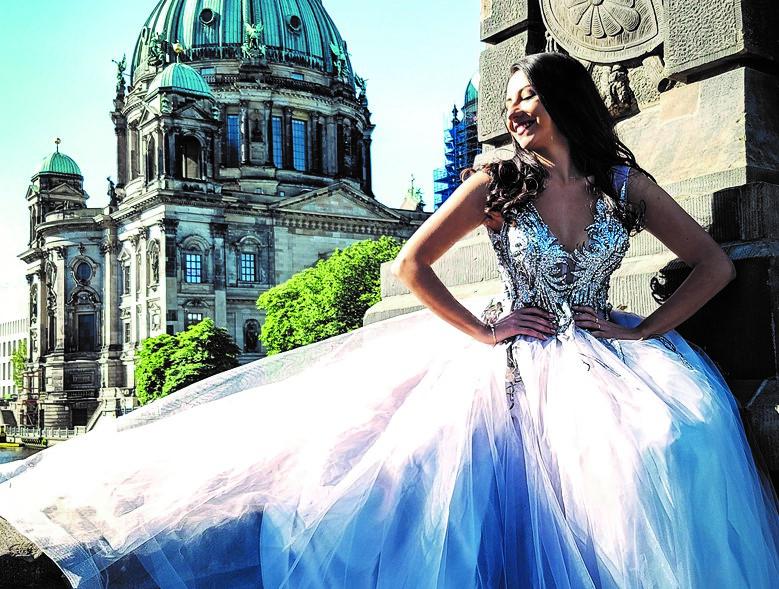 new product a2066 ce7bb Abendkleider und Abiballkleider in München | VIVIRY